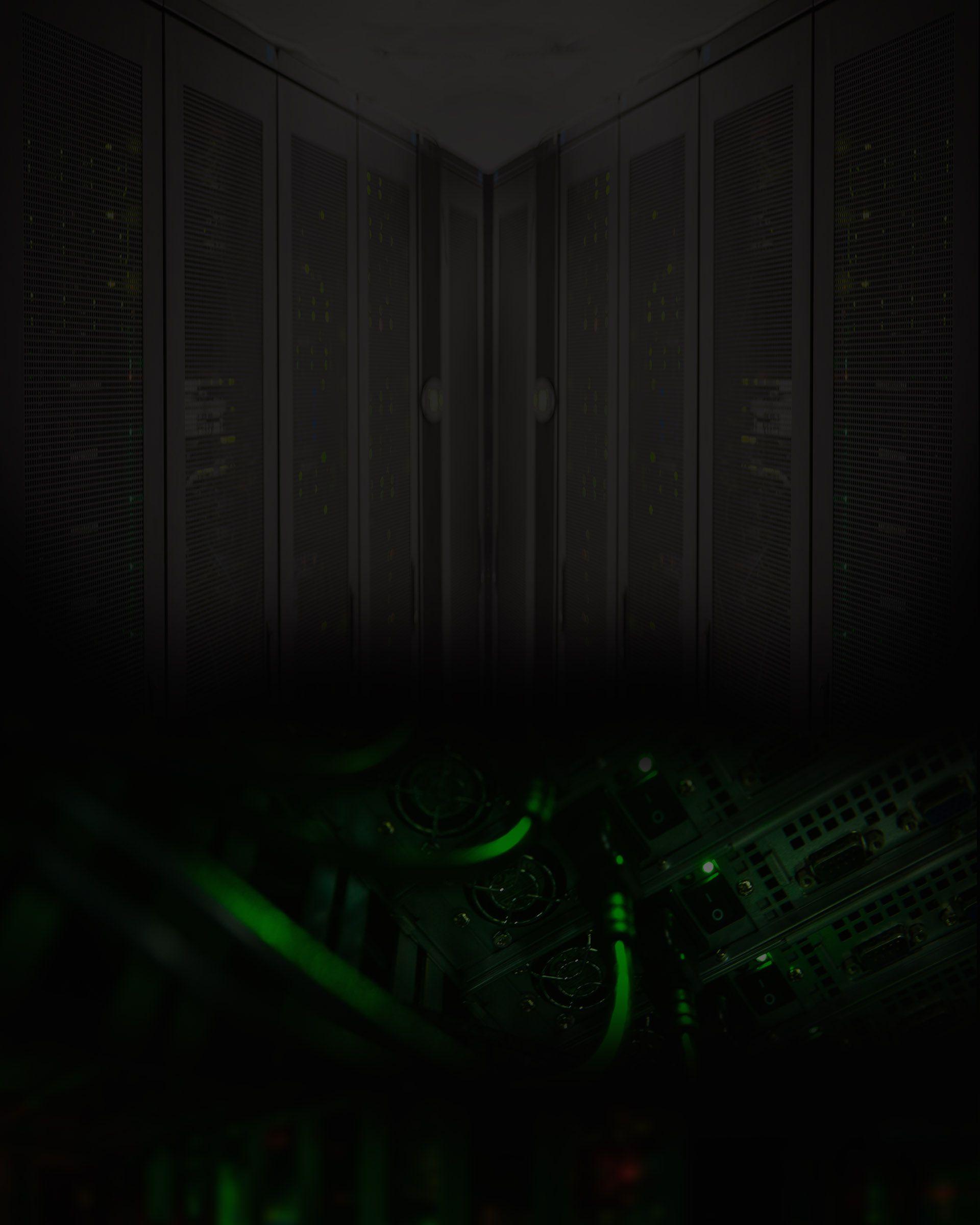 racks in schwarz und grüne server als kontrast
